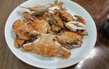 普通家庭也吃蟹子,8塊錢買7個花蓋蟹賺大了,1個蟹爪能喝3兩白酒