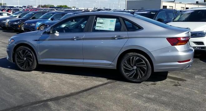 2019款美版速騰到店實拍,銀灰色車身顏值很高!