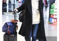 袁泉是真會穿!大衣裡內搭衛衣,減齡到爆炸,同框9歲女兒像姐姐