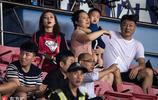 鄭龍美豔嬌妻現身觀眾席 攜愛子家人一同觀戰