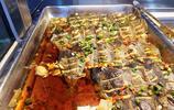 """自助餐流行""""按斤賣"""",有蝦有魚更有肉,29元一斤""""划算""""嗎?"""