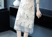 """老婆今年35歲,但賊會打扮!出門穿這""""A字裙"""",顯高顯嫩迷人"""