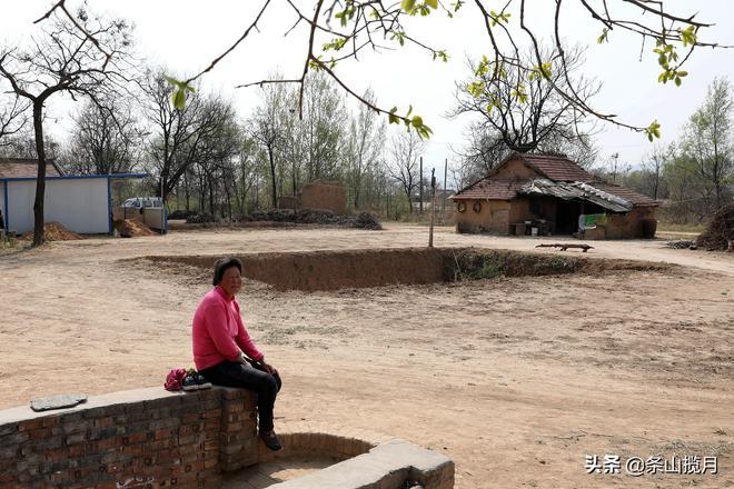 """大娘5歲從山東到河南,70多年沒回老家,現如今""""土別墅""""裡養老"""