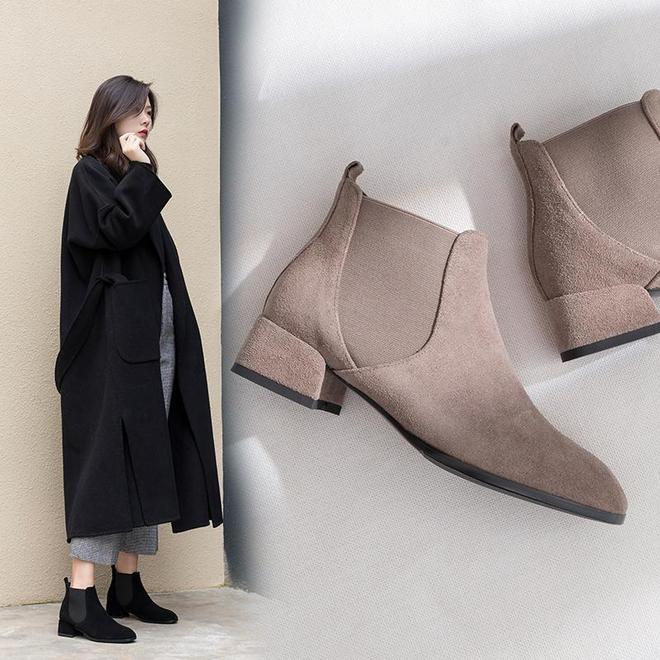 今年特流行馬丁靴+大衣,無論25還是45歲穿,都非常時髦減齡