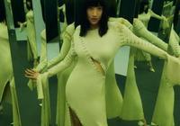 景甜胖得剛剛好,穿4萬1的針織開叉裙,比原版模特還要性感