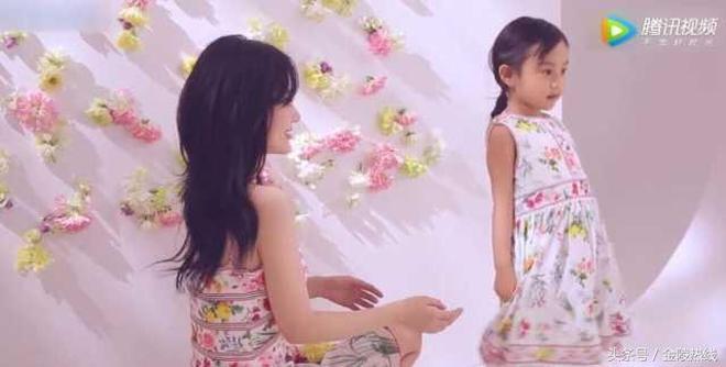 甜馨最新週歲寫真曝光 梳雙馬尾穿民國裝簡直就是小超模