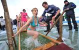 實拍冬泳中的俄羅斯美女:零下三十度仍舊下水,倒數第二張最美