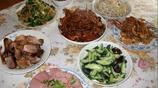 婆婆到我家做客,我努力做了一桌菜,老公卻說我太小氣