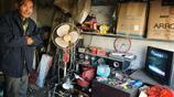 農村64歲老漢進城撿破爛32年不回家,家中老父親是否活著也不知道