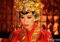 此皇后被皇帝打入冷宮,並非她所生的太子,卻堅持每天來看她