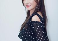 瘦身成功的43歲趙薇美呆了,波點裙穿出浪漫感,小辮子減齡20歲