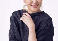 倪萍暴瘦顏值回巔峰,50歲陳紅不甘示弱,近照太驚豔她始終是贏家