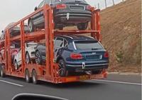 路上偶遇半掛車,滿載一車賓利添越,給你10萬敢接這活嗎?