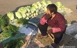 農村大集賣菜一個月能賺多少錢?大姨說了一句大實話,你們信不信