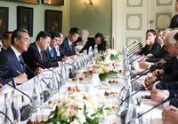 王毅到訪,波蘭力挺華為,後者五年投資計劃公佈