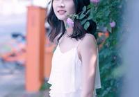 薔薇花下的少女