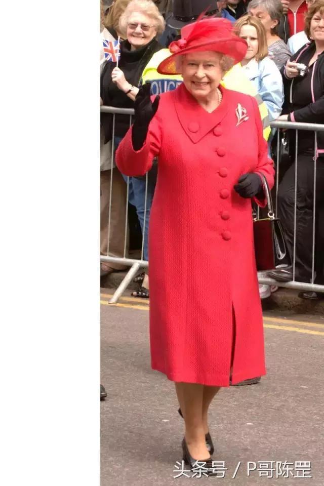 唯一能在服飾上能夠駕馭彩虹的女人——伊麗莎白二世