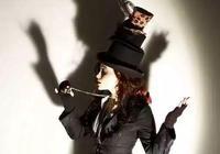她是女版德普,好萊塢的瘋子,被稱為英倫玫瑰卻喜歡扮巫婆!