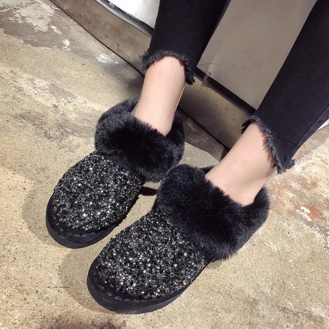 女人冬天少穿高跟鞋,凍腳!今年主流穿這雪地靴,取暖從腳開始