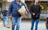 """""""影帝""""梅爾·吉布森著休閒風和女友購物,說笑不斷心情好"""