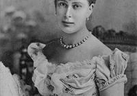 英國瑪麗王后:伊麗莎白女王的奶奶,歷經六朝屹立不倒的大女主