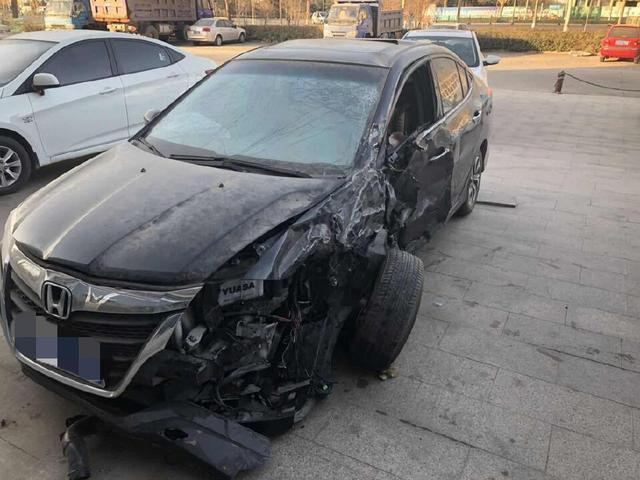 5萬塊錢買了輛出了事故的本田凌派,修車師傅說:小夥有眼光