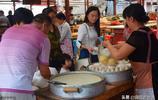 下崗職工做起米粑小生意,生意好時一天賣數千元,憑勞動掙錢光榮