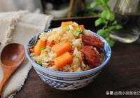 夏天最喜歡吃燜飯,不用炒不用煎,3種食材燜一鍋,有菜有飯真香