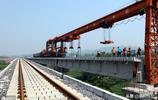 這個隧道不足14公里,用八年時間全線打通,才使蘭渝鐵路全線貫通