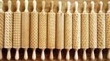 藝術家用激光雕刻出來的藝術擀麵杖,做出來的餅乾外觀誘人