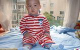 棄嬰被送美國,機場孩子回頭看了一眼,中國寄養媽媽一路哭著回家