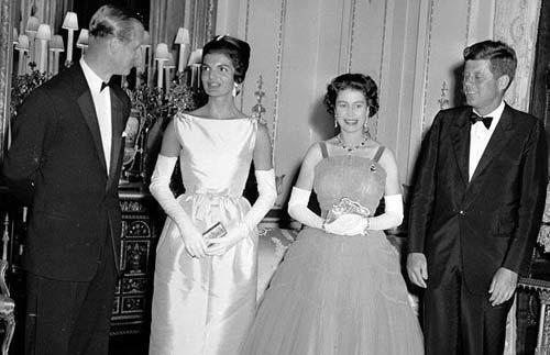 一組老照片展示英國女王伊麗莎白二世的生涯
