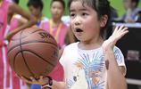 姚明7歲女兒進行投籃表演,她以後肯定也是不差的