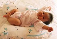 寶寶總是伸懶腰,可能是在長個子,也可能是出現了這2個問題!