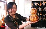 安徽女子用葫蘆製作藝術品,右手被燙成水泡,背後的故事讓人感動
