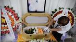 直擊花費10萬元的寵物葬禮,追悼會上主人哭暈