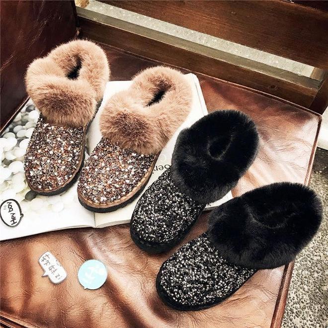 """正式告別雪地靴!今冬主流加絨""""毛毛鞋"""",百搭洋氣顯腿長"""
