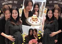 42歲的陳少霞懷孕9月的照片,笑起來不自然