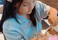 李湘分享女兒近照,9歲王詩齡瘦出尖下巴,公主打扮模樣變化大