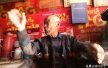 """山西農村90歲老人午飯很""""奢侈"""",飯桌上有酒有肉,看吃的美不美"""
