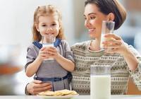 怎樣喝牛奶才健康?醫生強調:牢記這4個禁忌,牛奶才不會白喝!