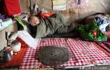 山西農村95歲老人照顧75歲兒子10年,看看她的生活是啥樣