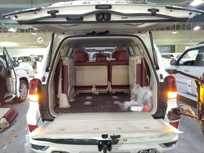 豐田蘭德酷路澤4000八氣囊雙油雙備絞盤:居家旅行無往不利!
