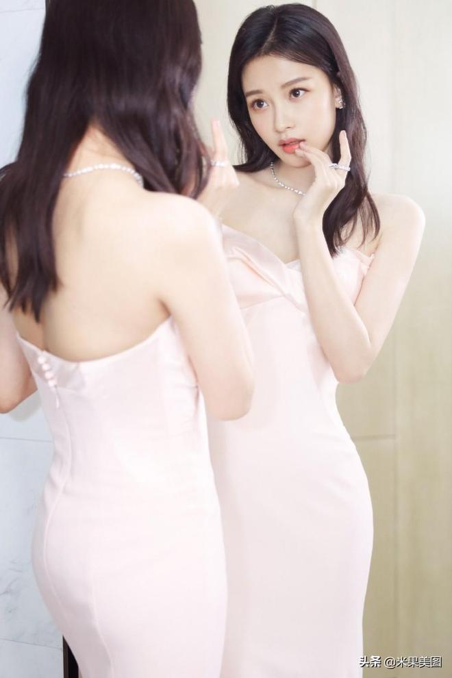 長裙美女孫怡優雅氣質浪漫女神