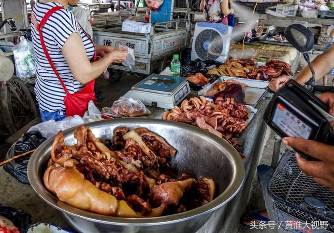 8張農村大集上賣火了的滷肉美食圖,當地老百姓最喜歡買它吃解饞下酒,你看著有胃口嗎?