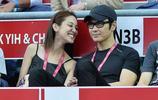 鄭嘉穎和陳凱琳這對情侶相差21歲 但卻看上去很是恩愛般配