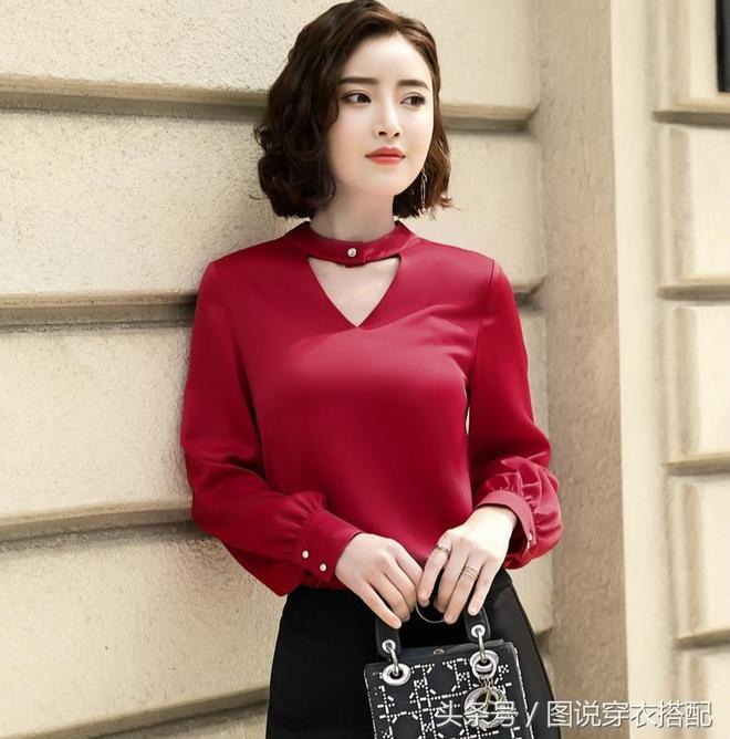 紅色長袖雪紡衫配黑色闊腿褲,穿高跟鞋經典搭配優雅時尚港味十足