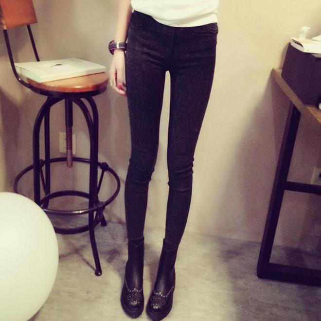 看看今冬時尚街拍達人穿搭的打底褲,顯腿長還保暖,真好