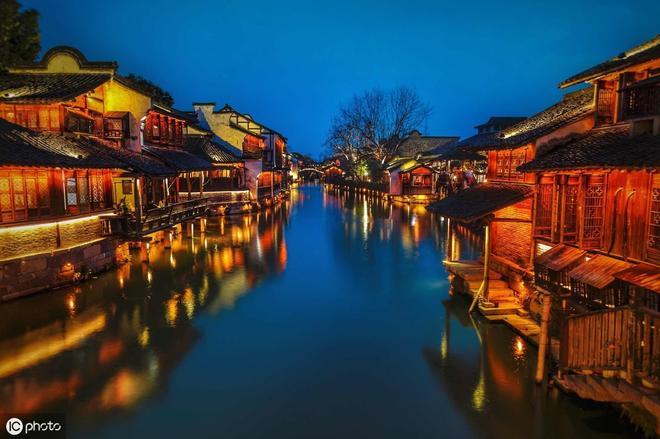 """烏鎮被稱為""""中國最後的枕水人家"""",以其獨特的方式走向世界"""
