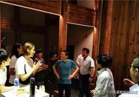 要清空購物車了?馬雲請中國女足吃飯 姑娘們圍著馬老闆開心鼓掌